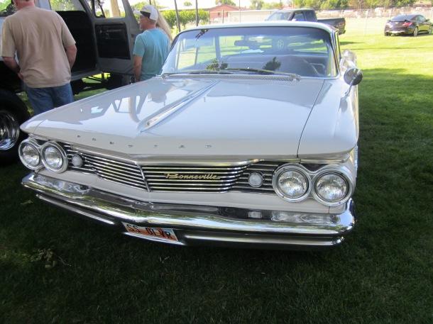 1960 Pontiac Bonneville.JPG